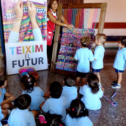 """""""Teixim el futur"""" (""""Tejamos el futuro""""): Lema de Valls"""