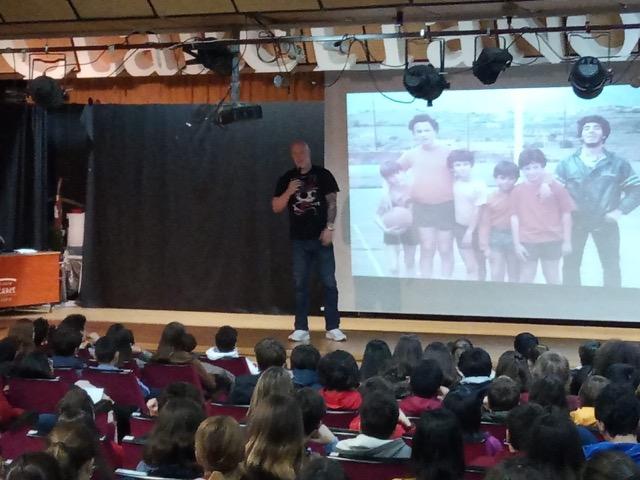 Iñaki Zubizarreta ofrece una charla contra el acoso escolar en el colegio Claret de Madrid