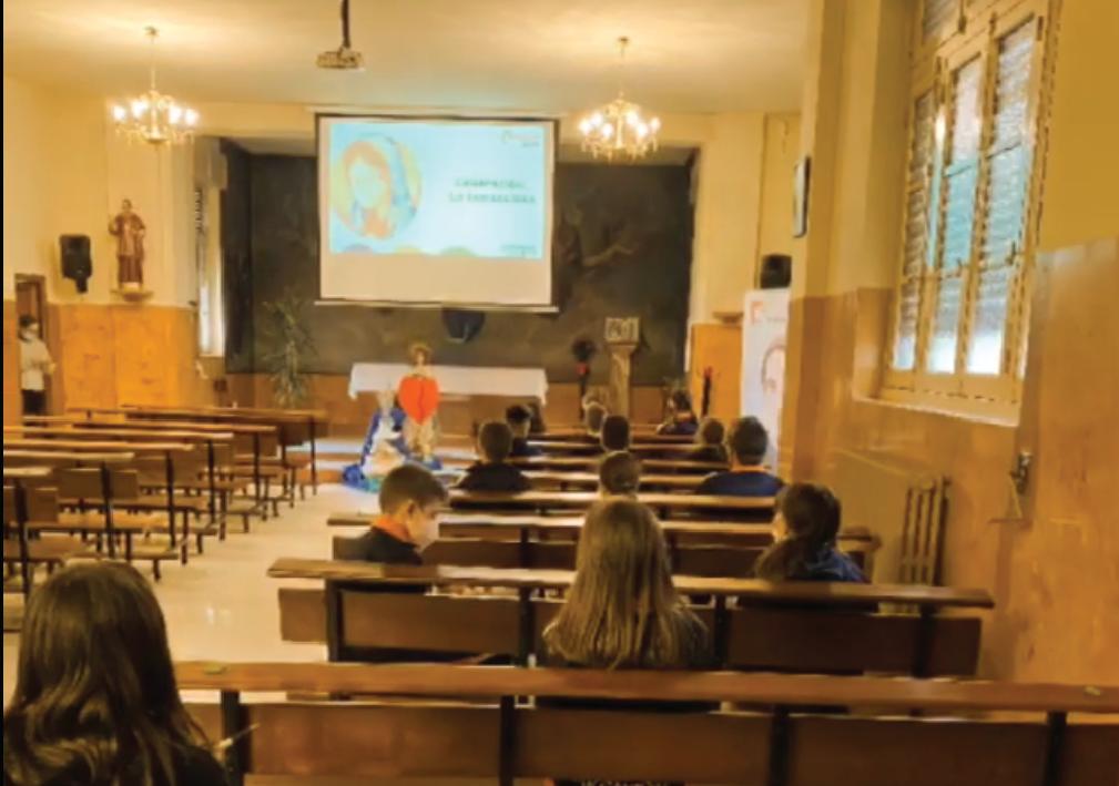 Nuestro Colegio de Pola de Laviana se llena de corazones por María Inmaculada